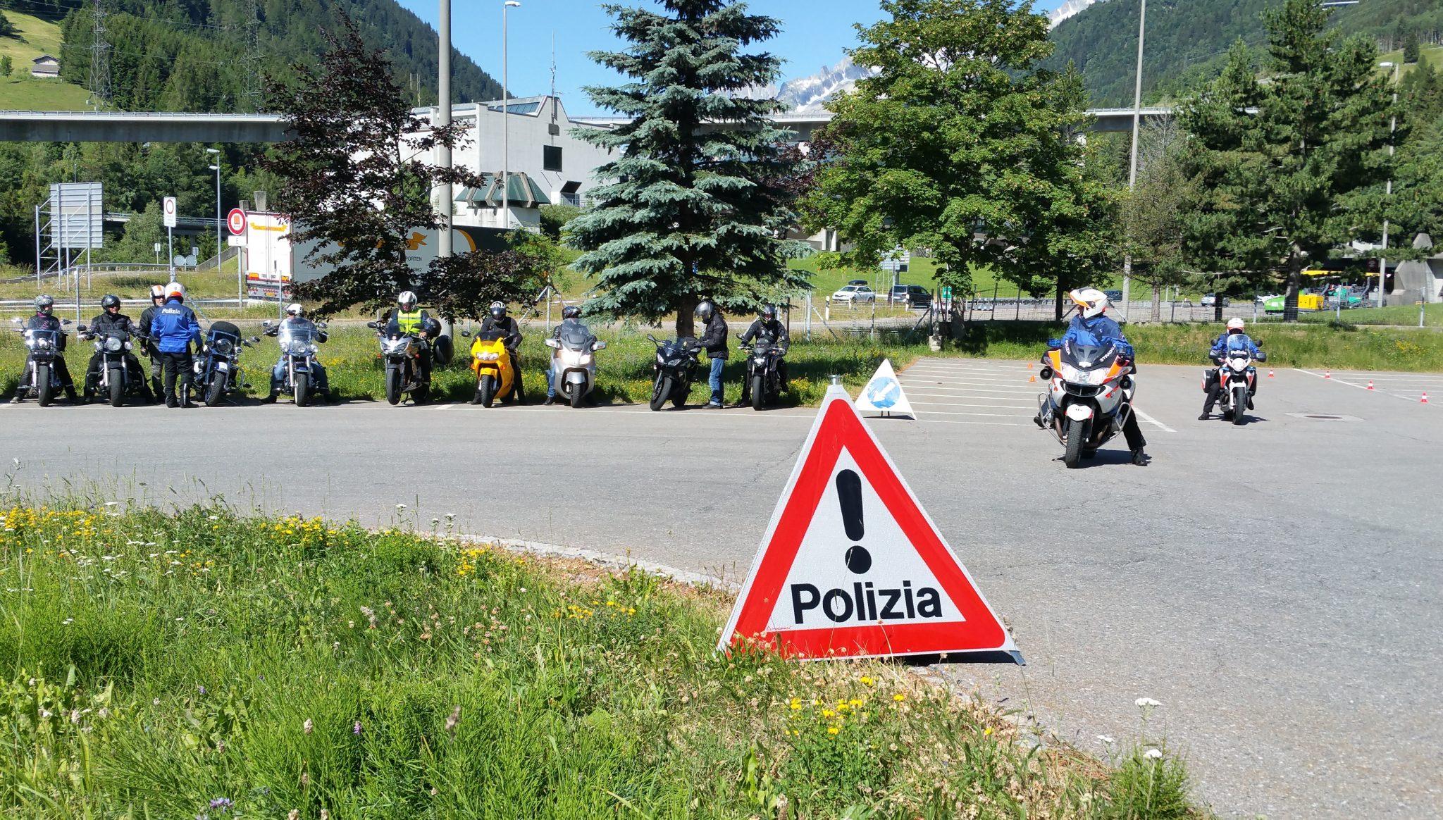 Prevenzione motociclisti: guidare in sicurezza sui passi alpini