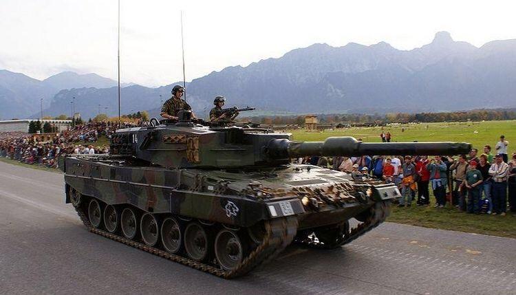 Szwajcaria chce wysłać czołgi na granicę z Włochami z powodu napływu uchodźców
