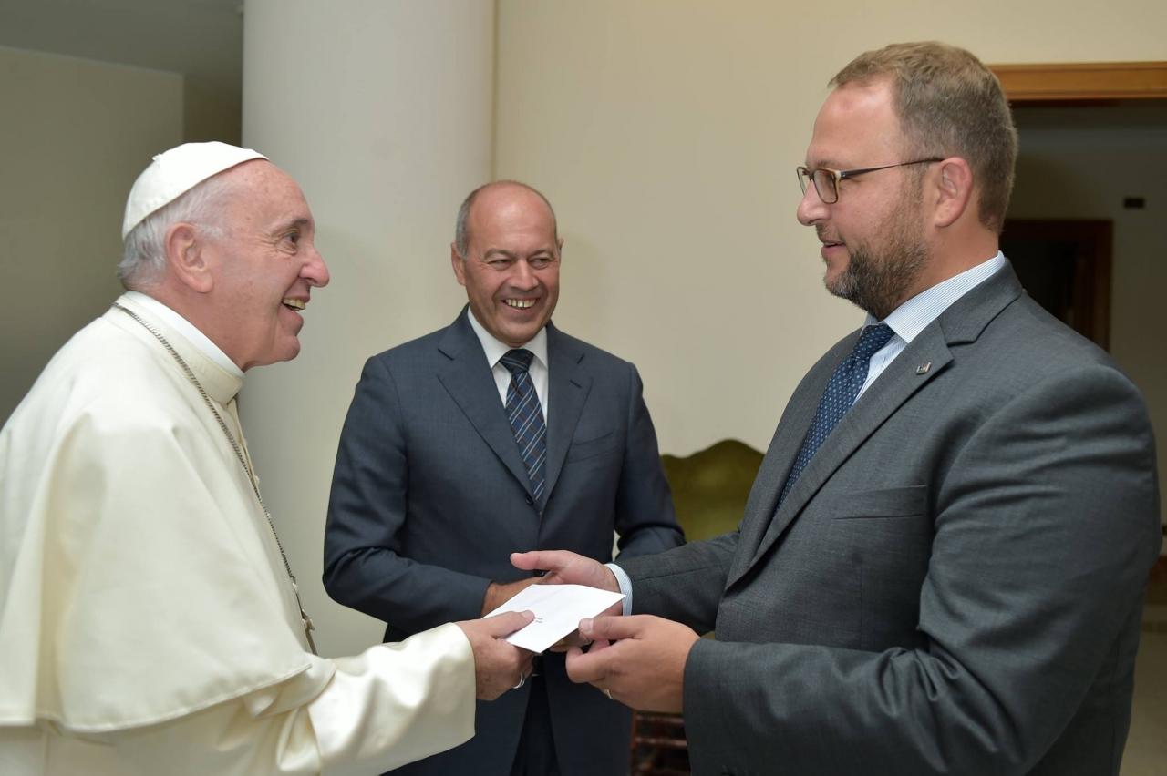 Gobbi ricevuto da Papa Francesco: «Ho trattenuto a stento le lacrime»