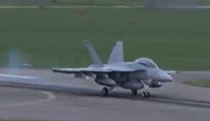 SÌ all'acquisto di nuovi aerei da combattimento – un impegno per la sicurezza