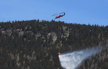 Scoppia un incendio nei boschi di Osco, ma è solo un'esercitazione