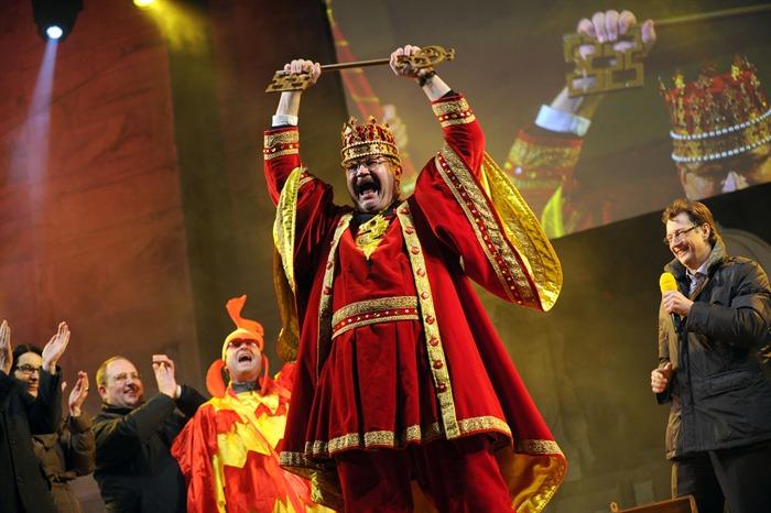 La monarchia è al potere: via al Rabadan! E il Governo omaggia il carnevale con le chiavi del Ticino