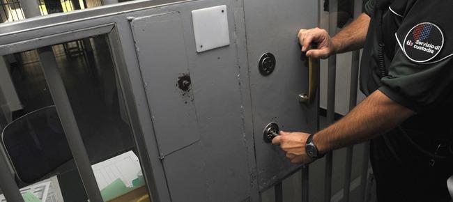 Alla Polizia la gestione dei detenuti
