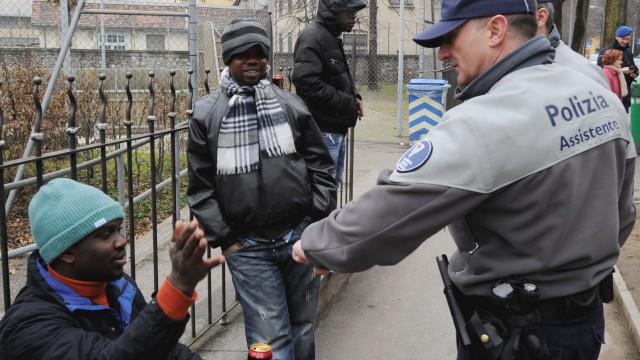 Agente di custodia armato, assistente e ausiliario di polizia: introdotte le nuove funzioni nella Legge sulla polizia