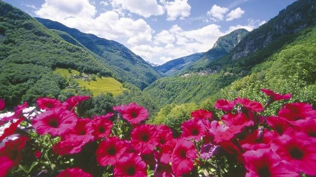 L'Onsernone,  una  valle  –  un  Comune,  davvero!